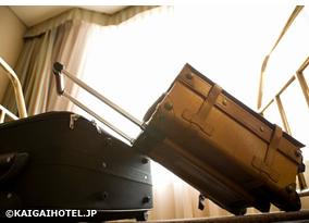 客室・スーツケース写真